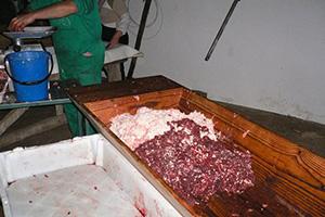 Tradiciones rurales. Preparando la carne